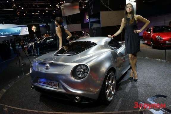 Alfa Romeo 4C Concept side-rear view