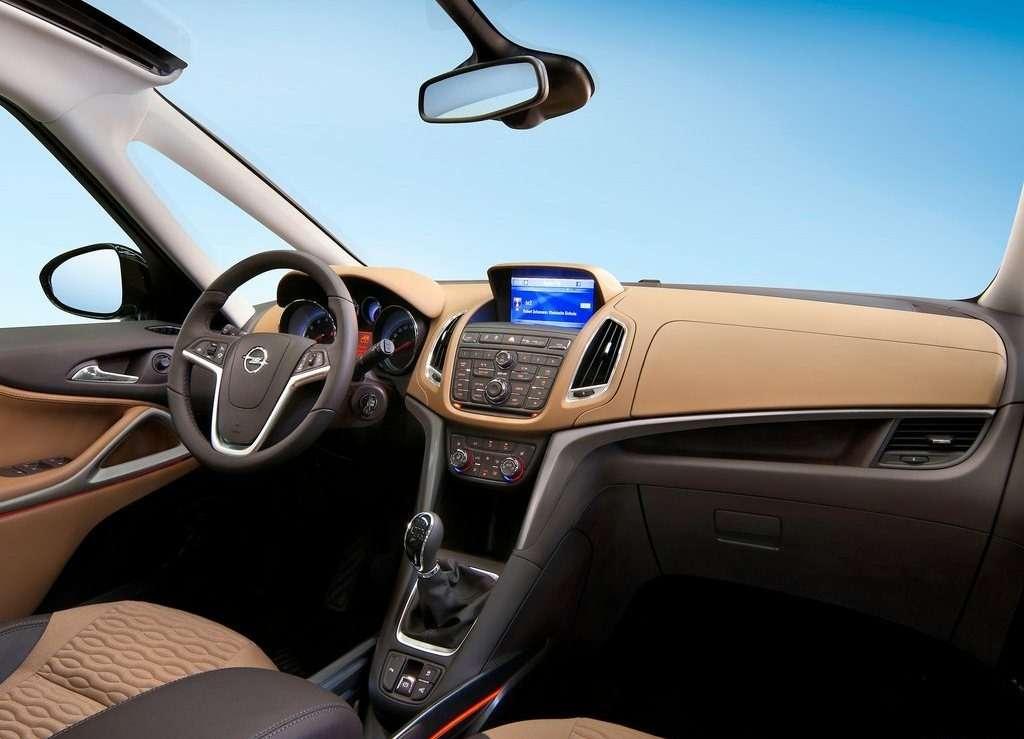 Opel-Zafira_Tourer_2012