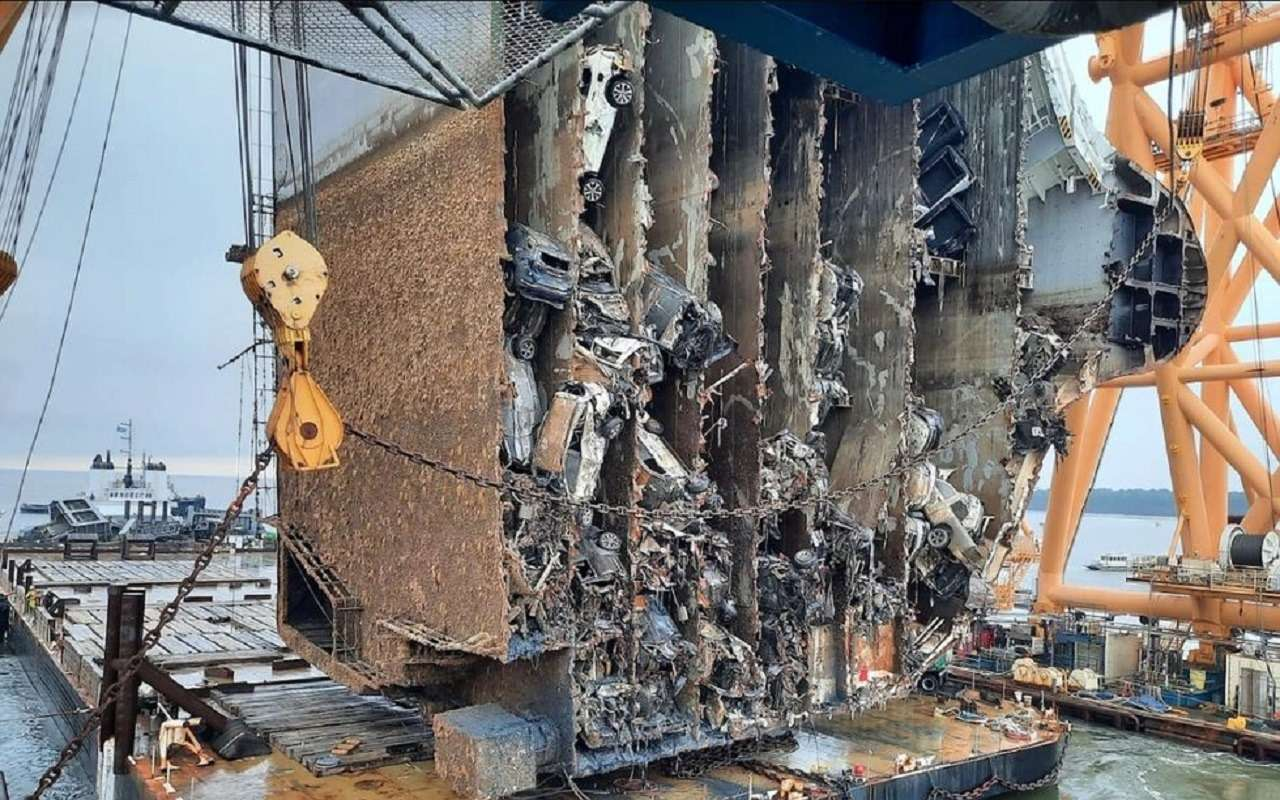 TD7O19dm5LbOh3ETk ak9w - Как утонули 4300 машин: погибший корабль вразрезе