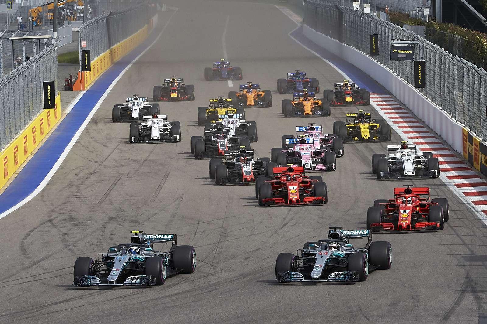 Формула 1: Mercedes освистали наГран-При России— фото 909878