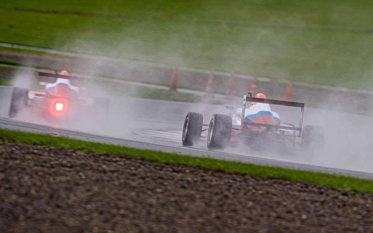 Рисковая стратегия икомандные игры: как наMoscow Raceway решалась судьба побед СМП РСКГ— фото 993263