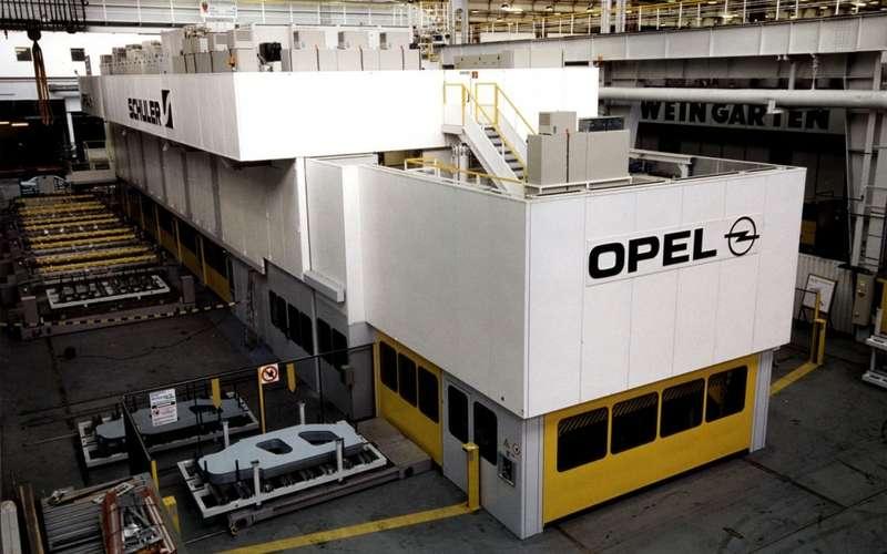 Opel-Russelsheim-Plant-no_copyright