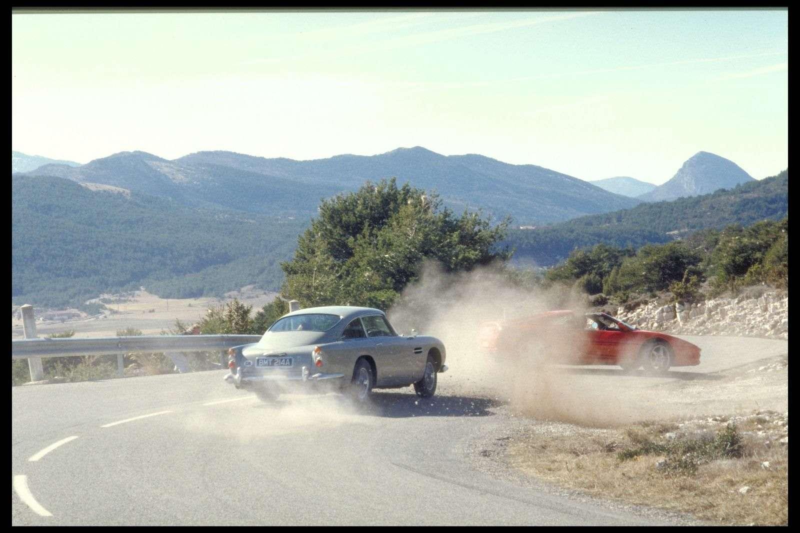Автомобиль Джеймса Бонда с пулеметами и сменными номерами запустят в серию — фото 897362