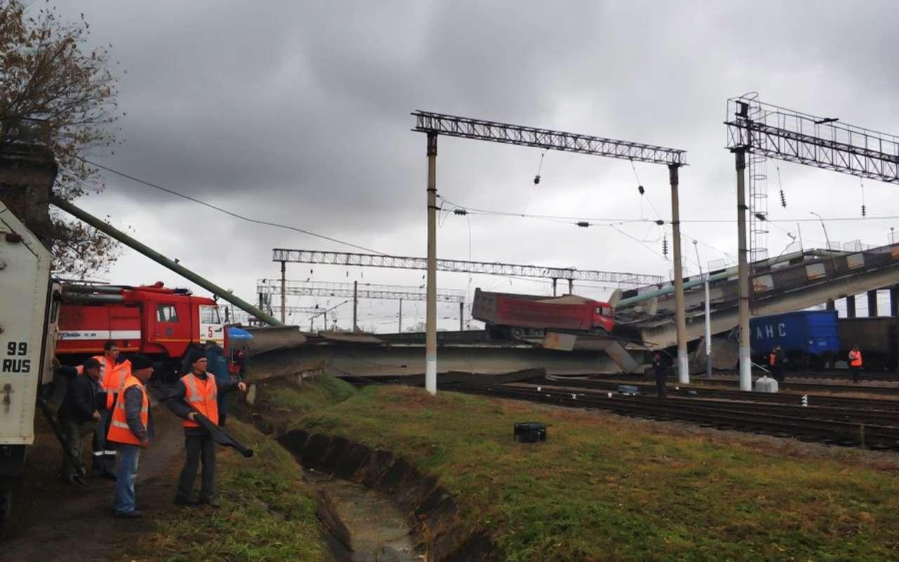 В Приамурье подтяжестью самосвала мост рухнул нажелезную дорогу— фото 912585
