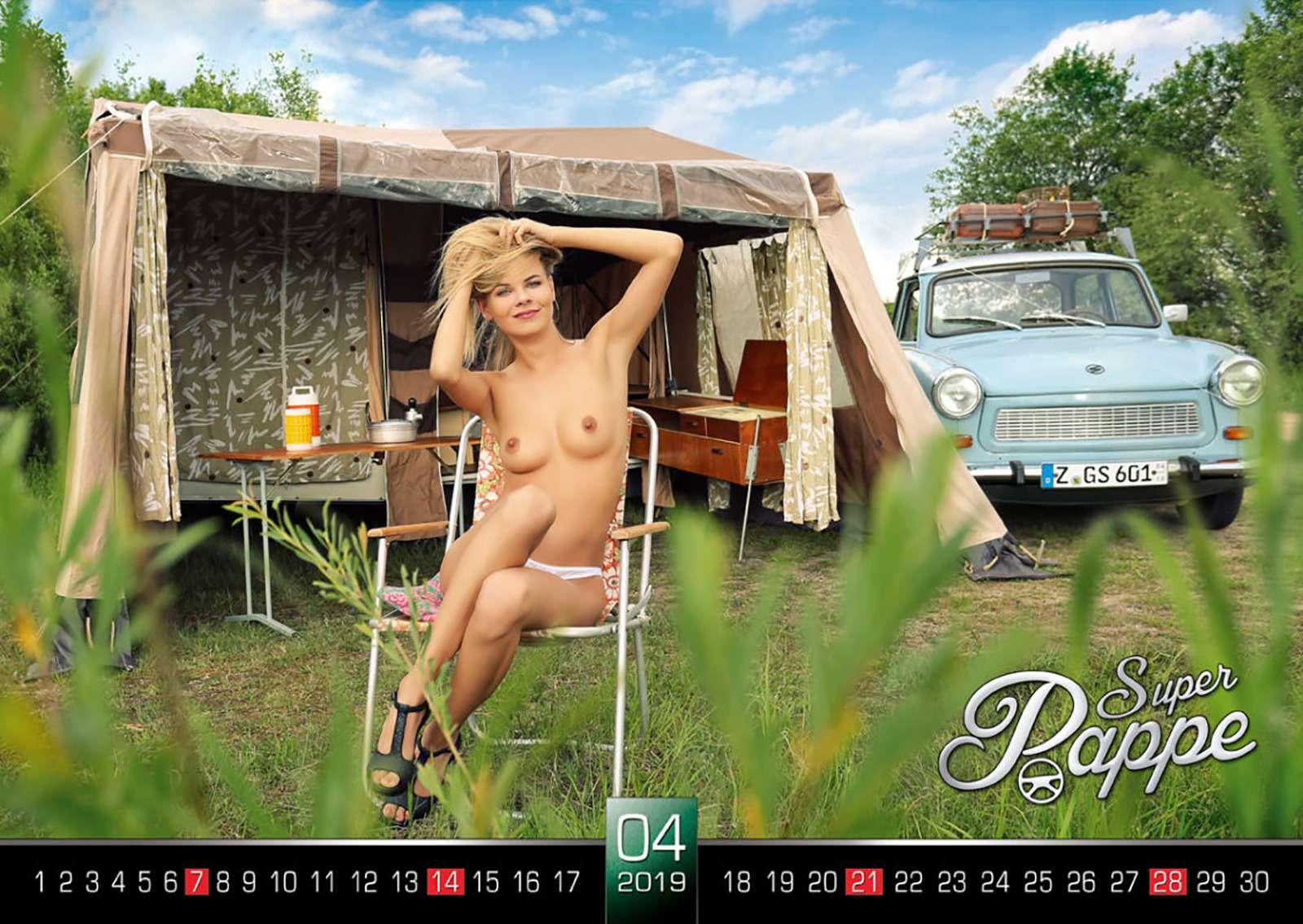 «Траби» иобнаженные девушки: самый горячий эротический календарь осени— фото 911096