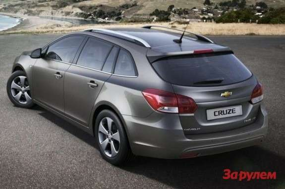Chevrolet Cruze Wagon side-rear view
