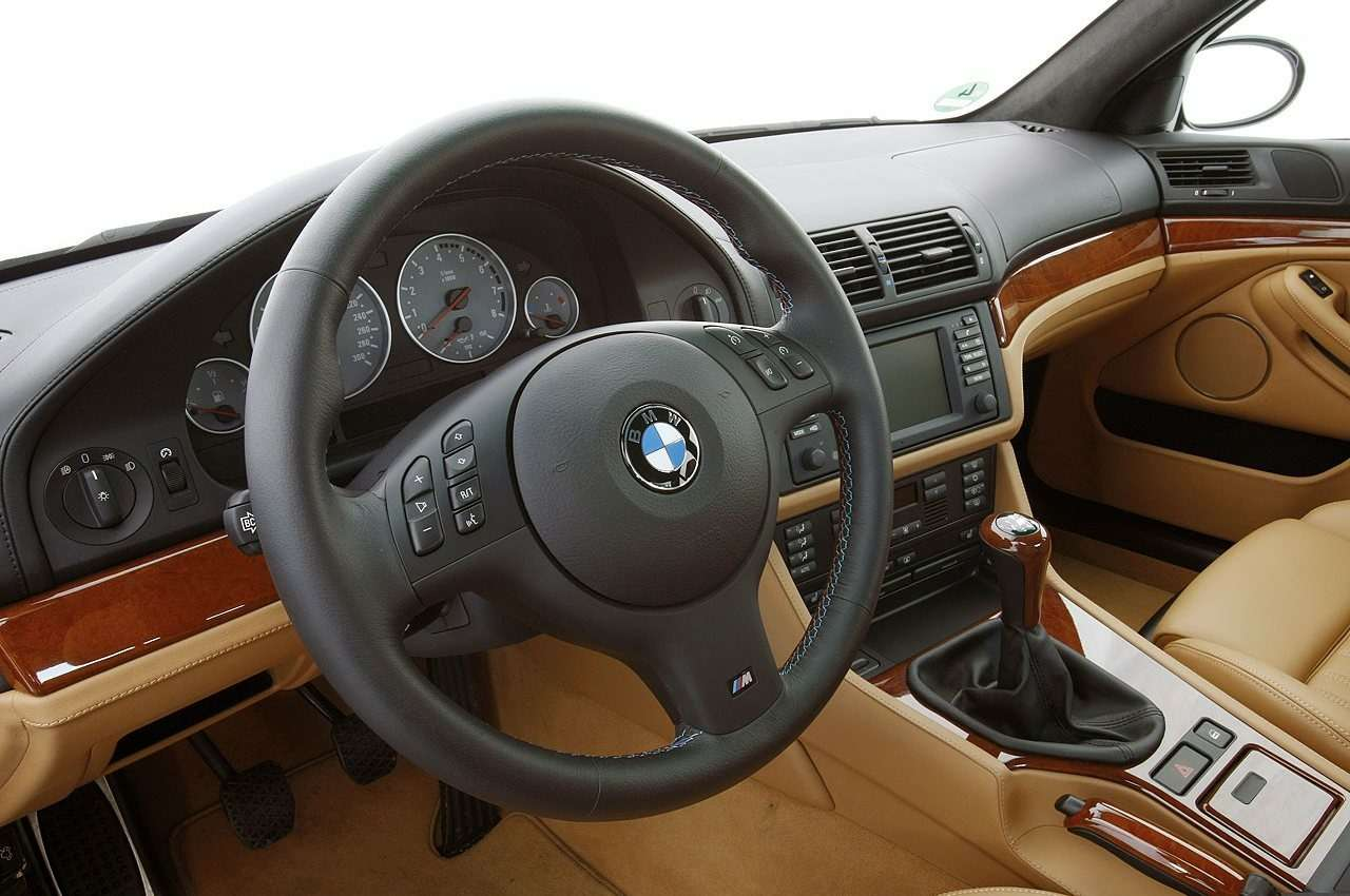 BMWM5не прощается, ноговорит досвидания— фото 611094