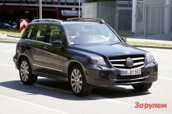 Restyled Mercedes-Benz GLK-class front view 1