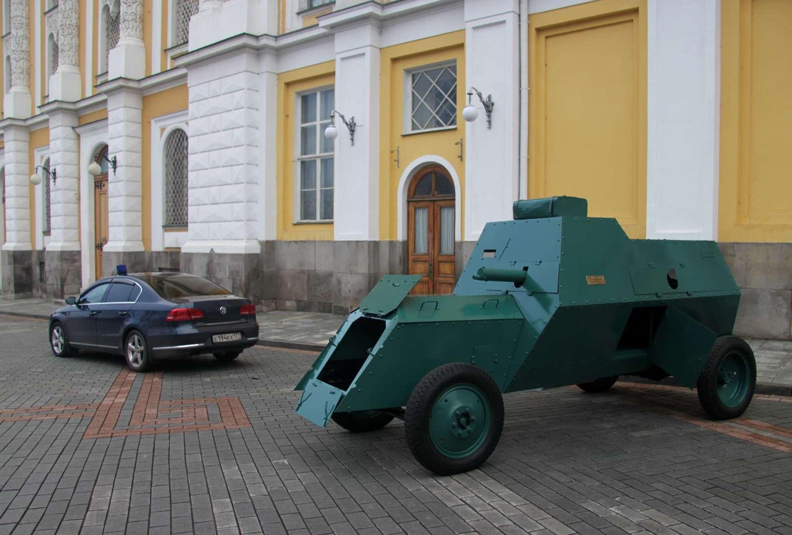 В Кремле приоткрыли автомобильный гараж династии Романовых— фото 715707
