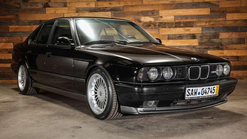Муха несидела: древняя BMW поцене свежей