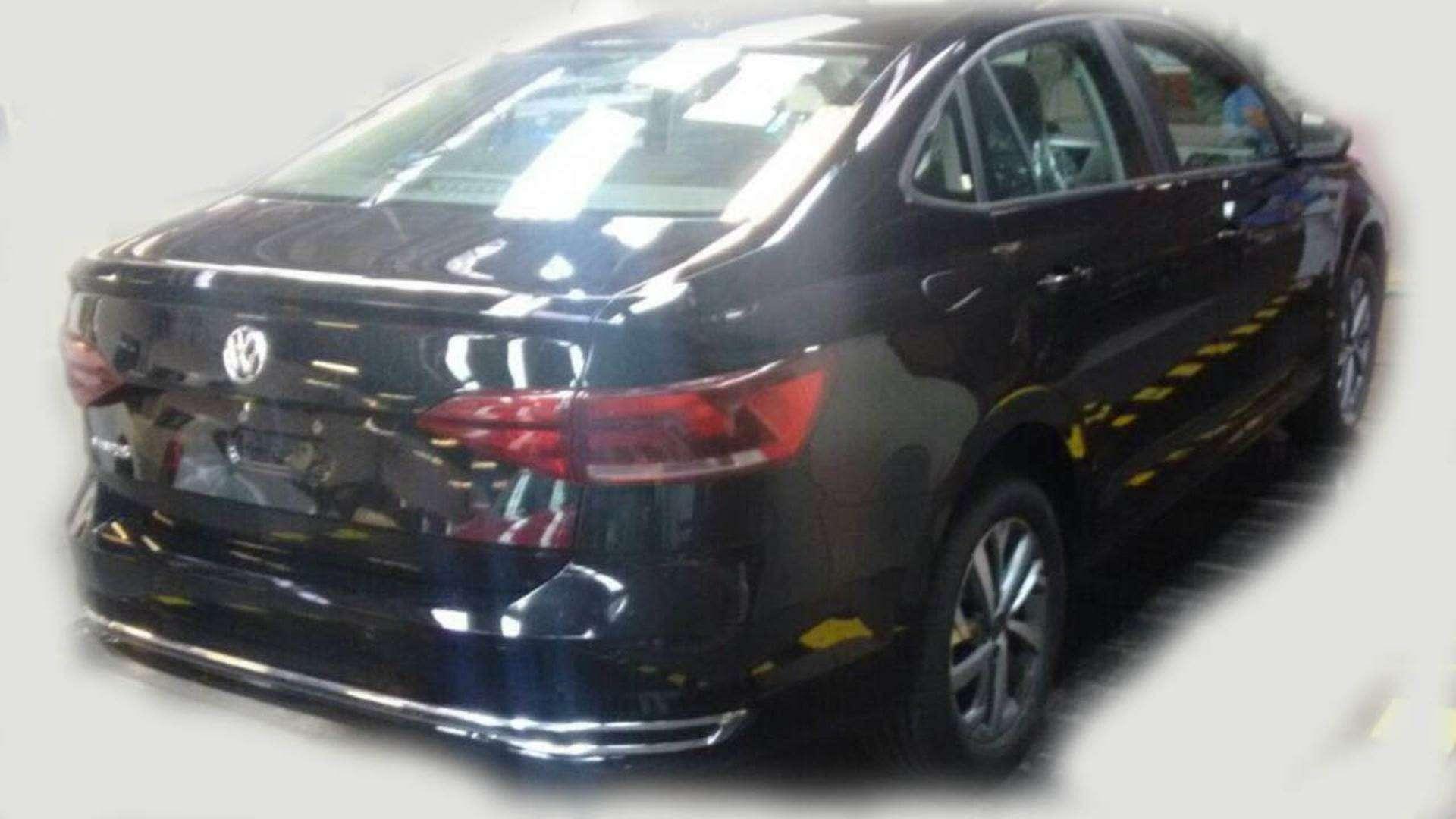 Новый VWPolo седан— шпионские фотографии— фото 780571
