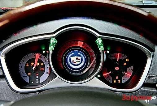 Cadillac SRX: Оригинальные зеленые фонарики загораются при включении указателя поворота.