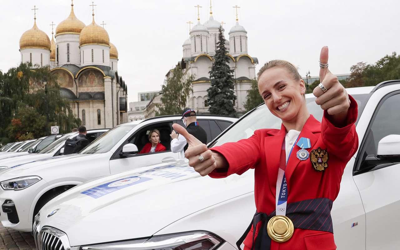 Российским олимпийцам вручили BMW X5 и BMW X3