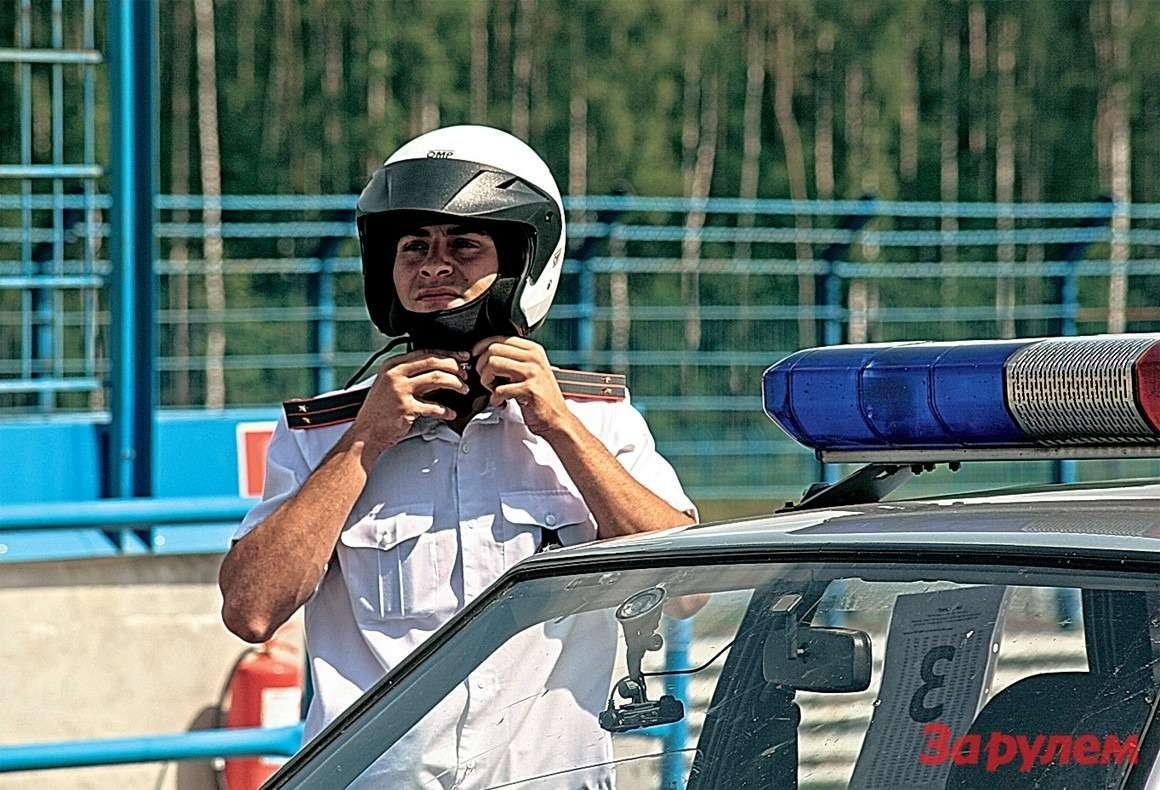 Дляинспекторов ГАИ Смоленской области подобные мероприятия редкость, тем неменее отдельные сотрудники показали очень достойные результаты. Будь соревнования регулярными, уровень водительской подготовки дорожной полиции былбы еще выше.
