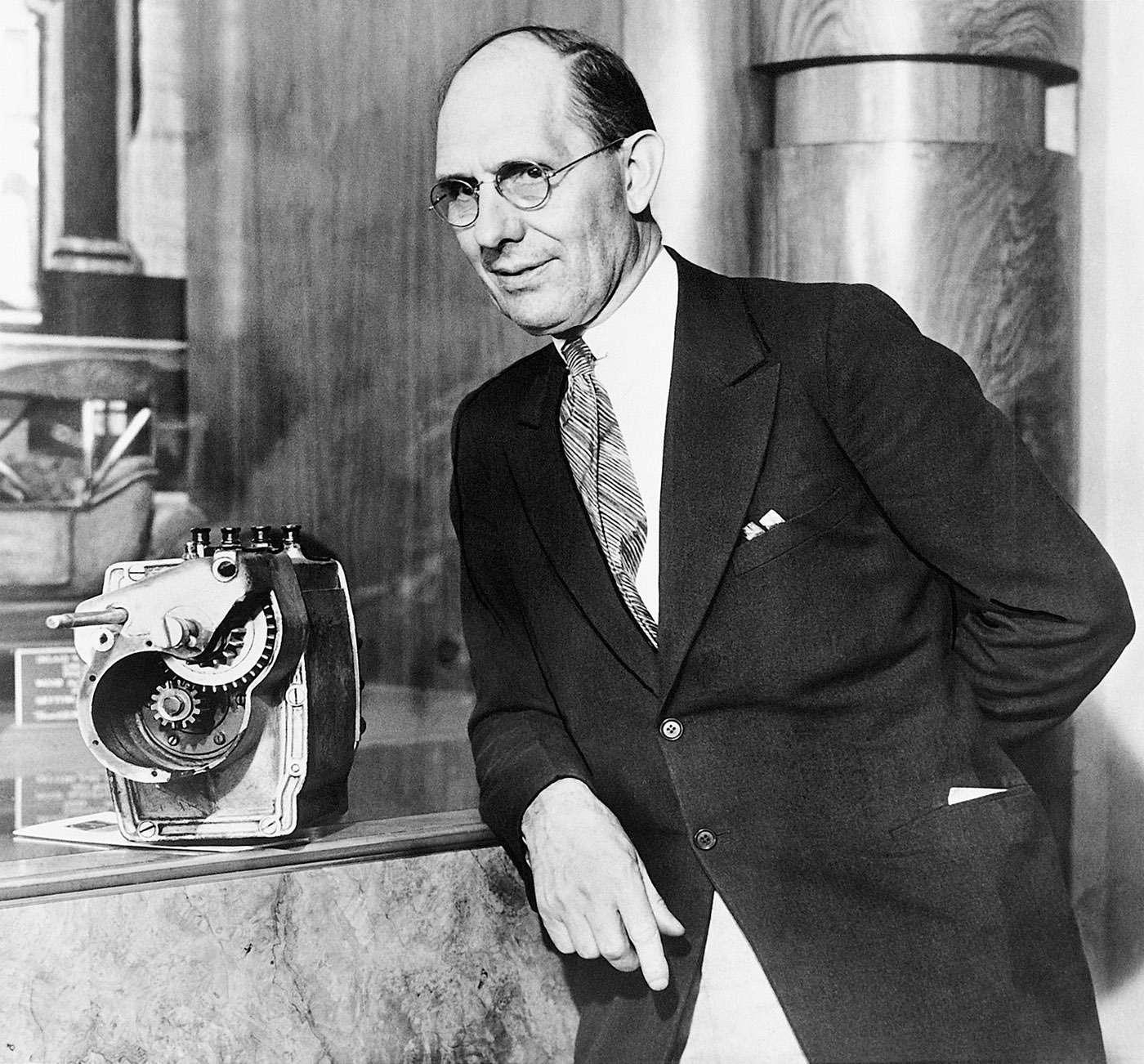 Чарльз Кеттеринг (1876— 1958гг.) усвоего изобретения