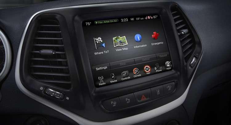 Экран системы Uconnect на2014 Jeep Cherokee