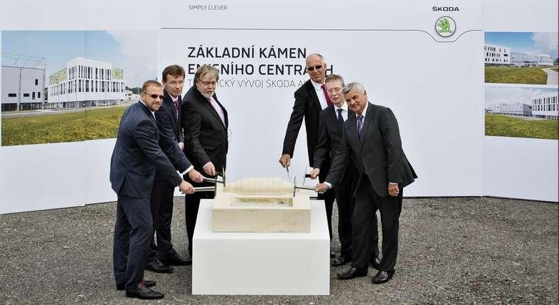 1407 2015_Инвестиции вэкологию— ŠKODA запускает строительство центра контроля уровня выбросов вМлада-Болеславе (1)