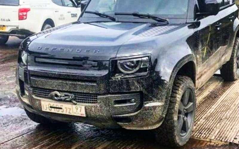 Предпремьерный показ: новый Land Rover Defender смосковскими номерами в«Бондиаде»