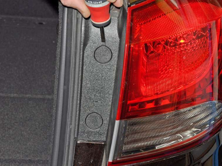 замена лампочка в багажнике chevrolet cruze