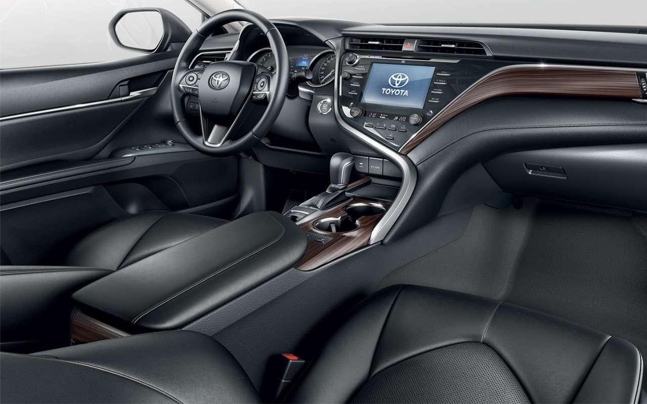 Что лучше: новая Toyota Camry или Kia Optima?— фото 859440