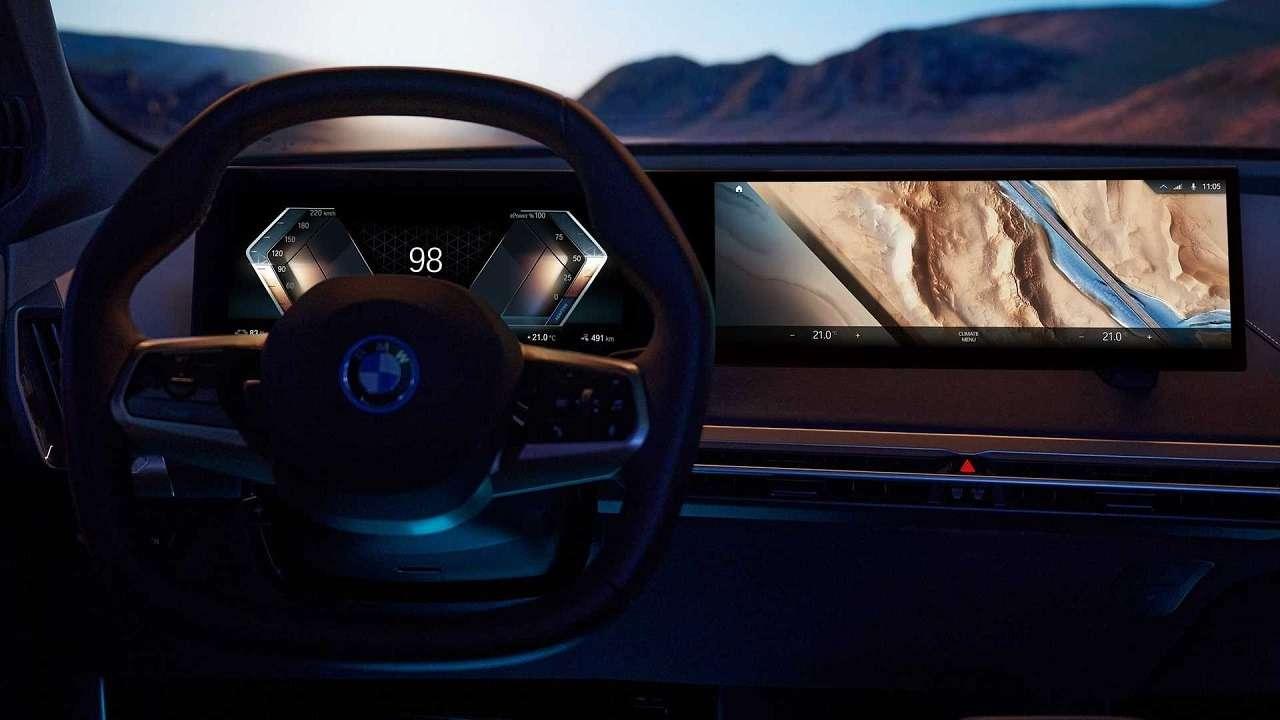 Сплошной огромный экран: BMW показала новую приборную панель— фото 1231355