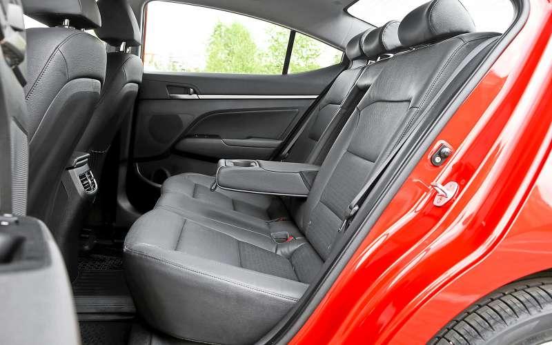 Задние сиденья Hyundai Elantra