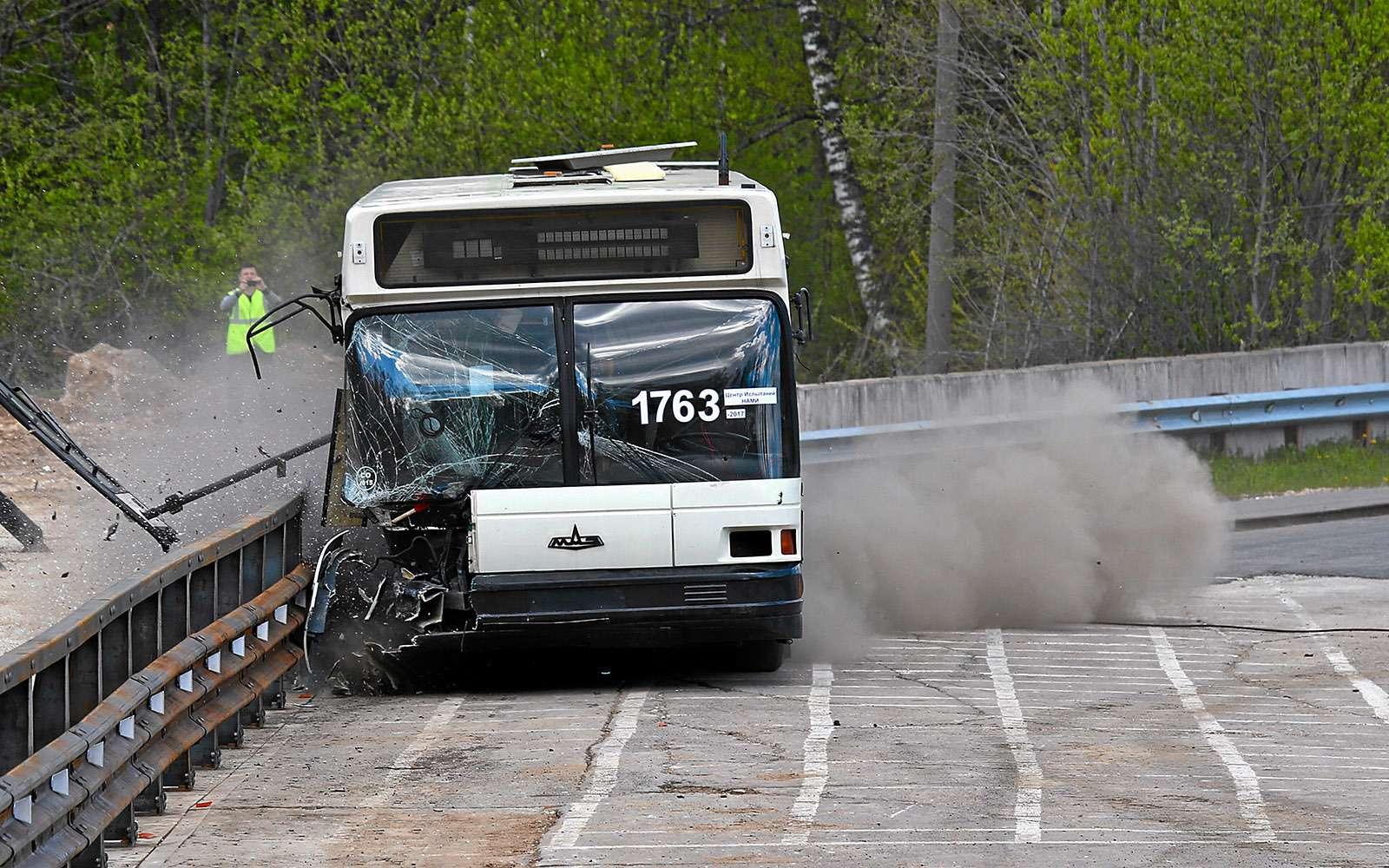 Краш-тест дорожных ограждений— 20тонн вотбойник!— фото 769244