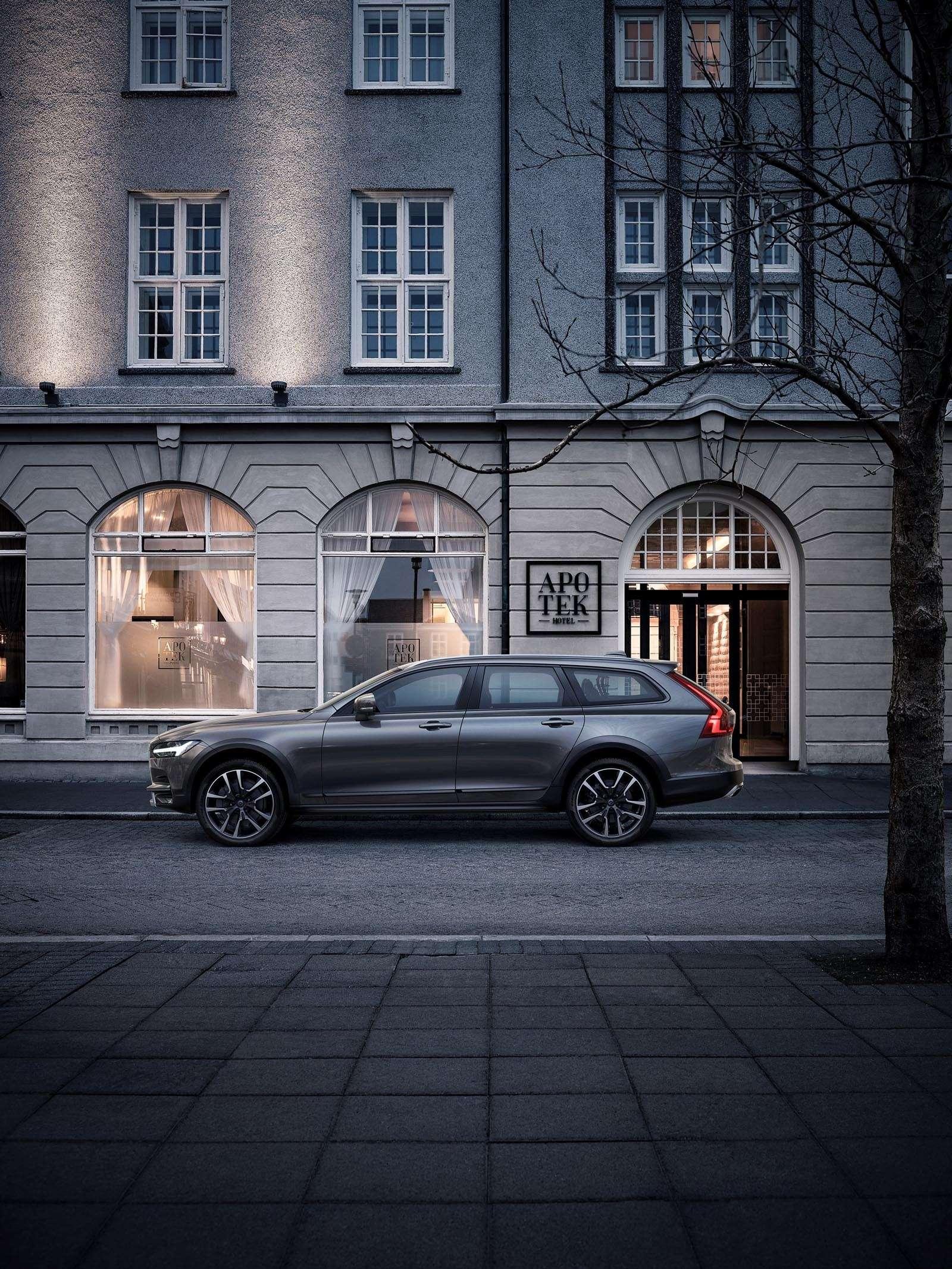 Volvo V90 Cross Country: старт российских продаж ирублевые цены— фото 674612