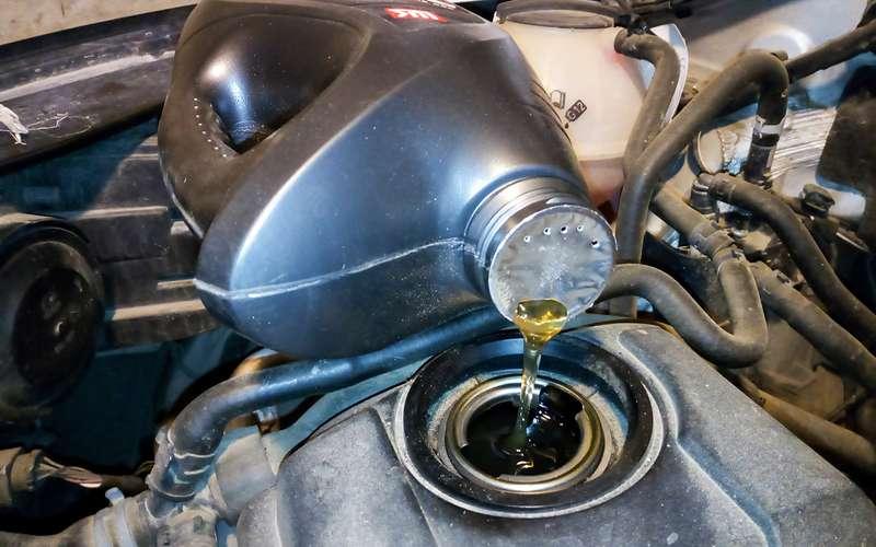 Как непролить масло надвигатель (простой способ)