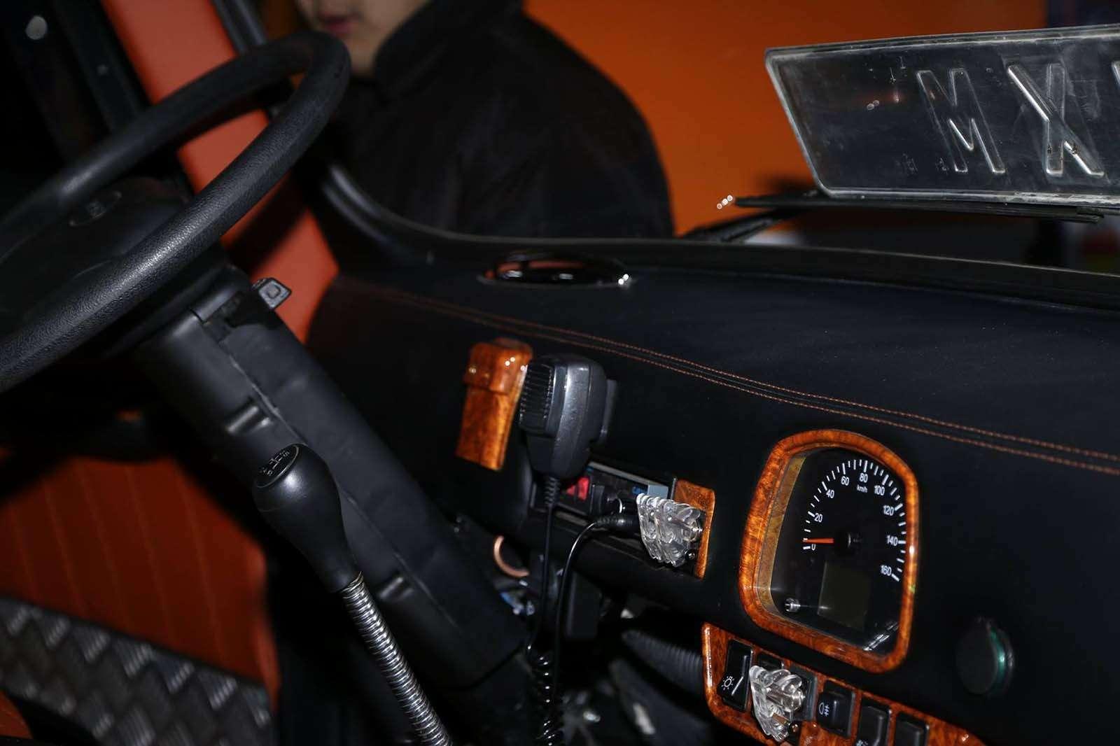«Буханка» напрокачку: вМонголии «уазики» превращают влюксовые авто— фото 860211