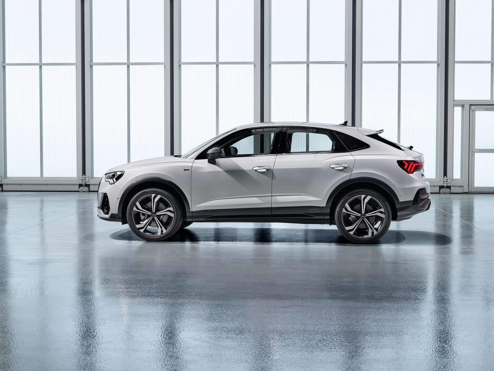 Новый Audi Q3получил купеобразную версию— фото 987859