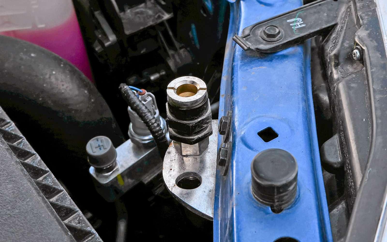 Пикапы Toyota Hilux Arctic Trucks: 4х4или 6х6?— фото 745683