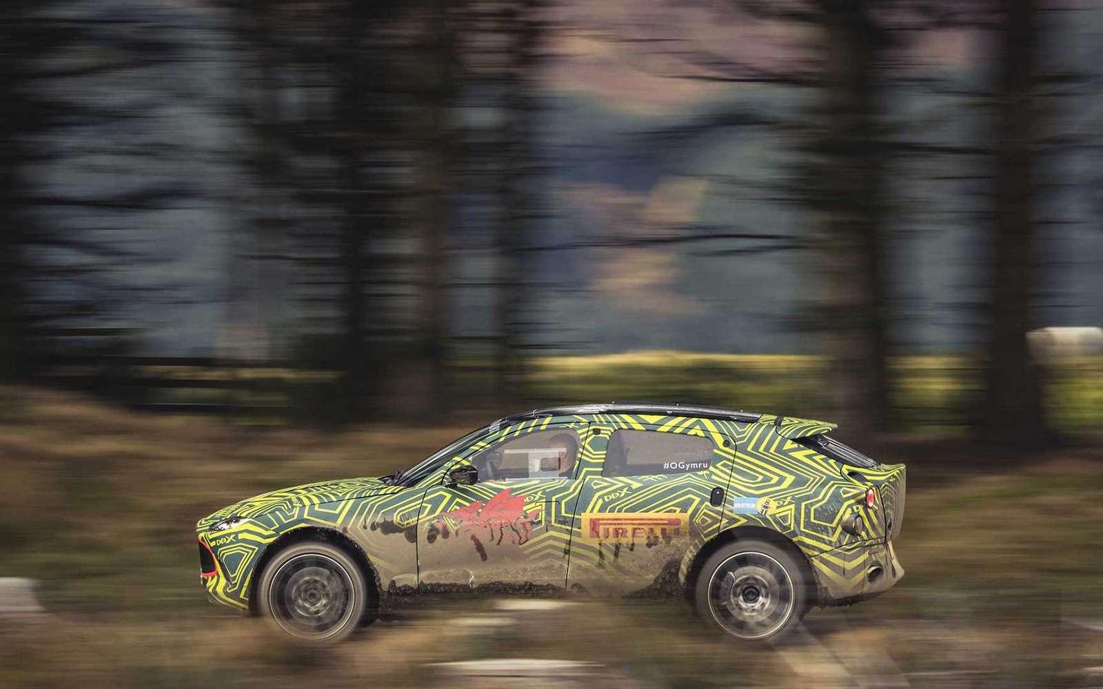 Aston Martin показал свой кроссовер на фото и видео — фото 922761
