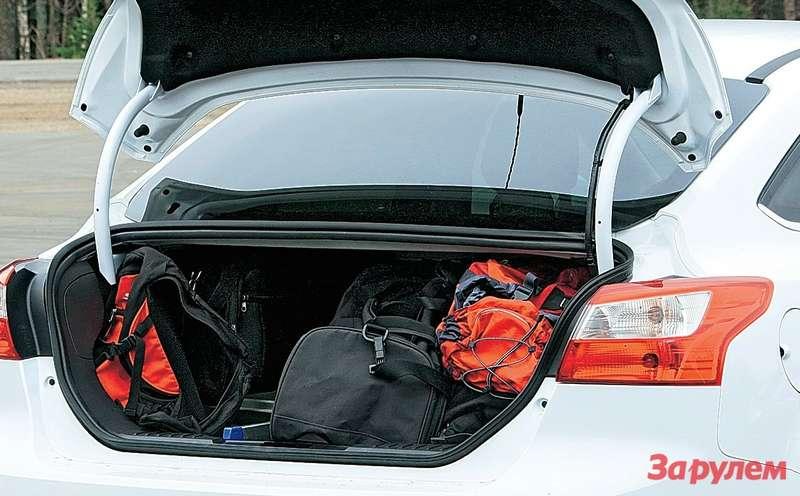 Седан наиболее тесный, проем его багажника сужен книзу.