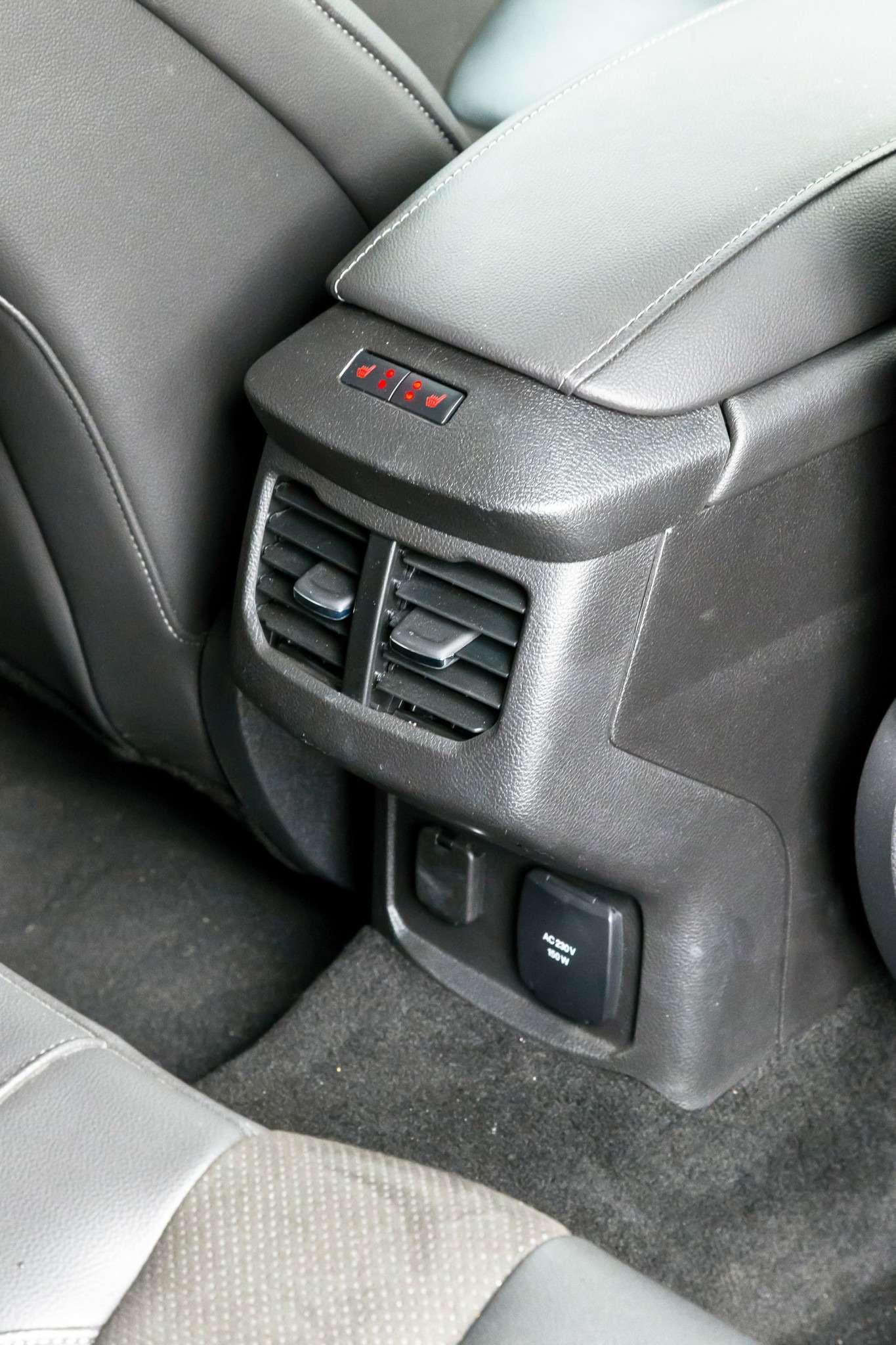 207-Passat_Mondeo_Mazda-6-zr09-15