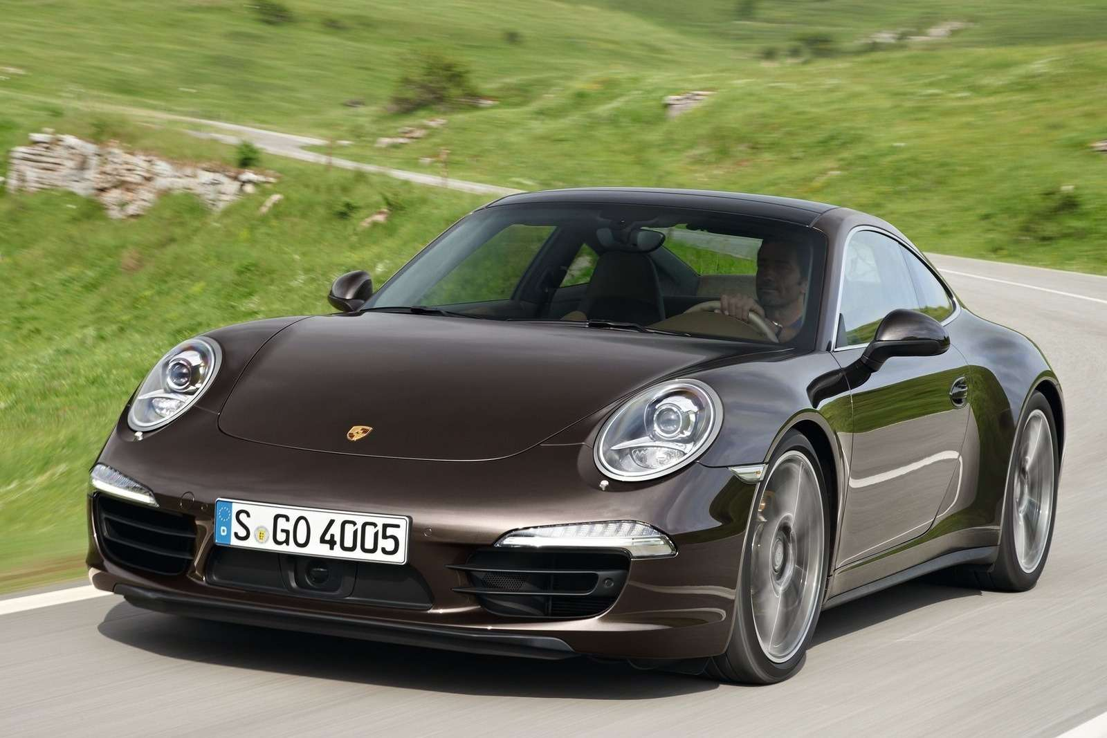 Porsche 911 Carrera 4SCoupe side-front view_no_copyright