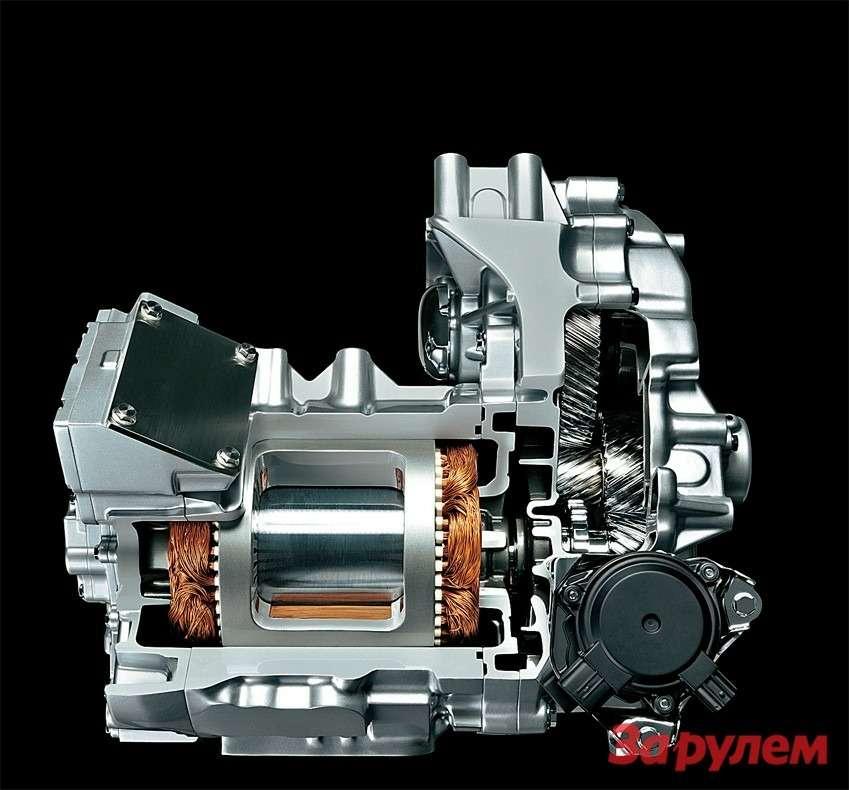 Синхронный трехфазный электродвигатель переменного тока «Ниссана-Лиф», соединенный средуктором идифференциалом. Заявленные параметры мотора: мощность 80кВт/109 л.с., максимальный крутящий момент 280Н.м.
