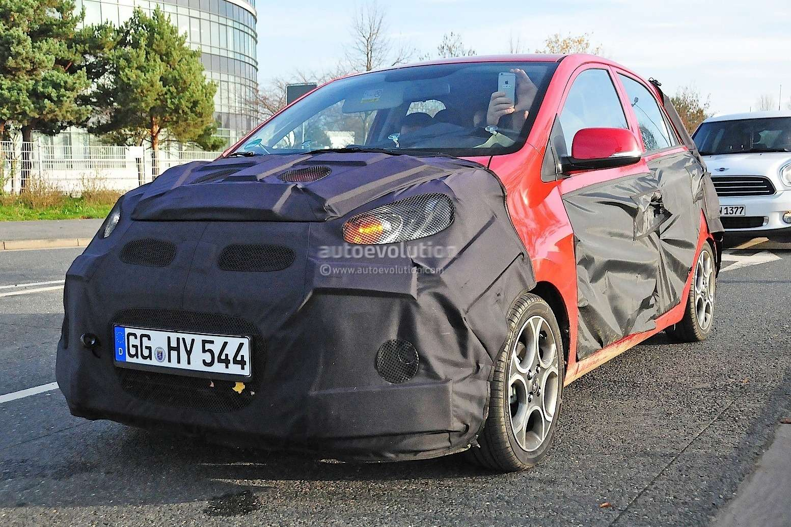 2015-kia-picanto-facelift-spied-in-germany-photo-gallery_3