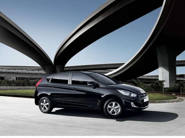 Hyundai_Solaris_hatchback_04_no_copyright