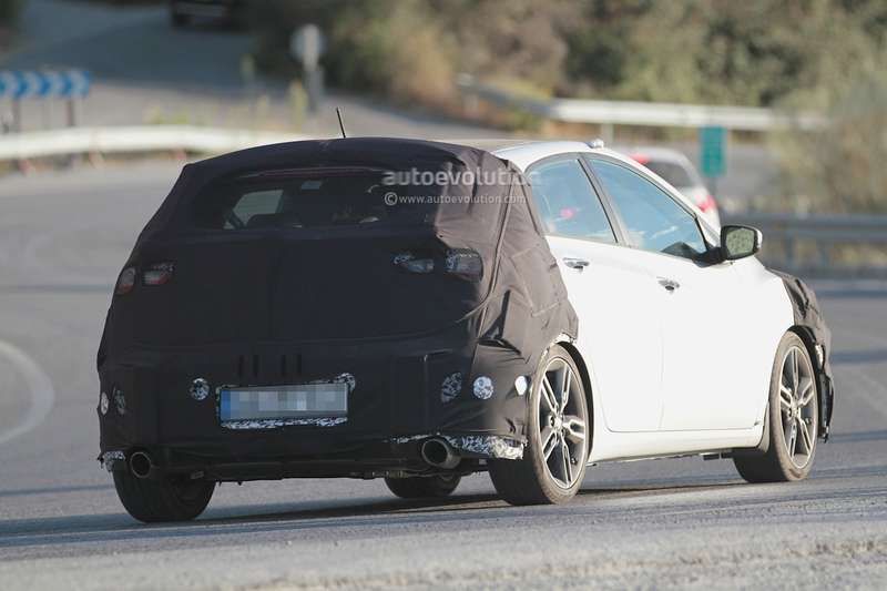 spyshots-hyundai-i30-n-hot-hatch-seen-for-the-first-time_6