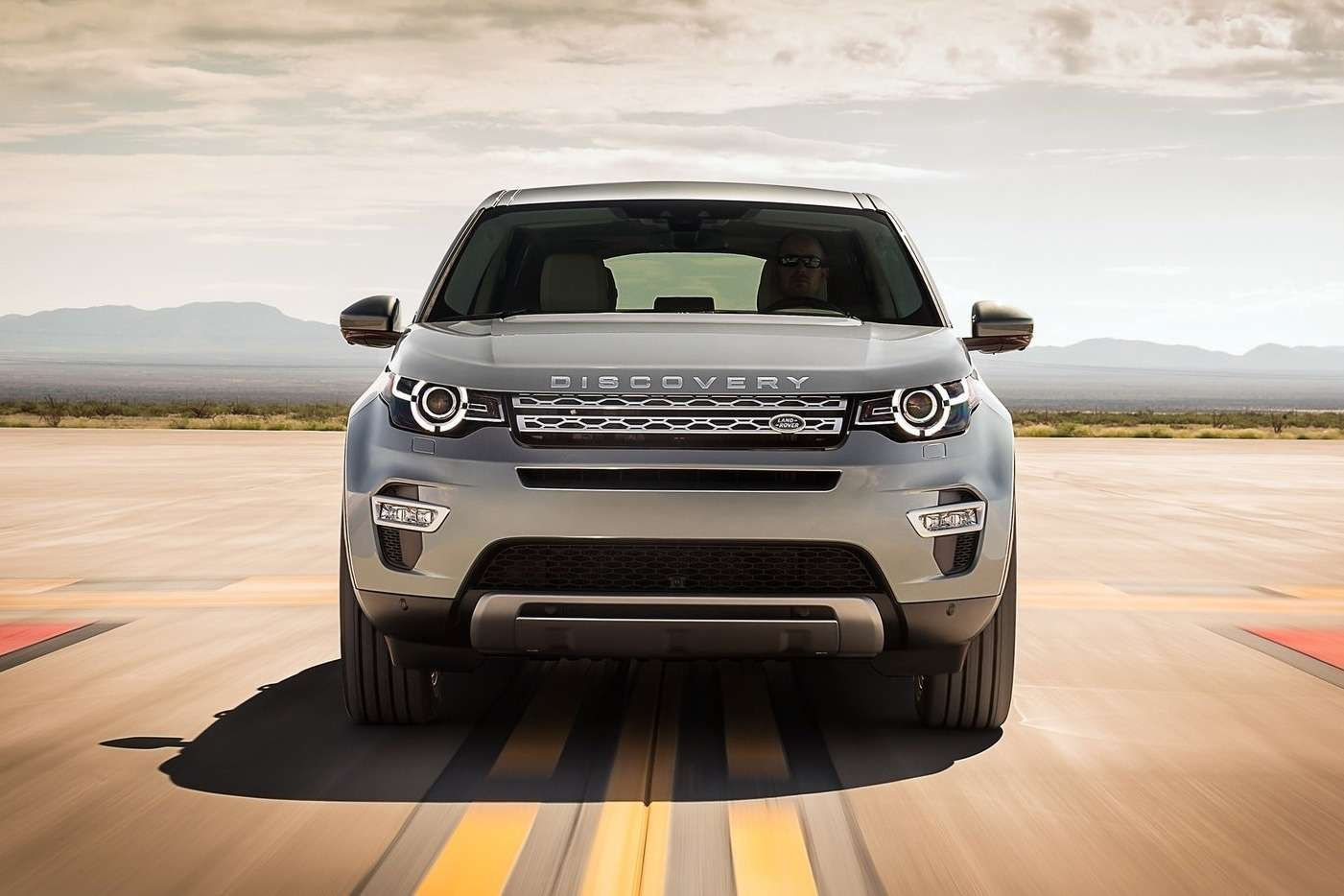 Land_Rover-Discovery_Sport_2015_1600x1200_wallpaper_1c