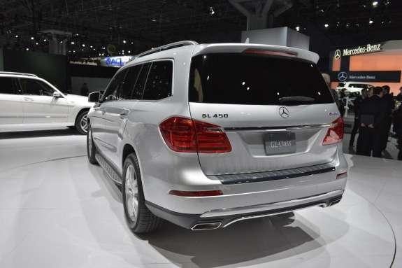 Mercedes-Benz GL-class side-rear view 2