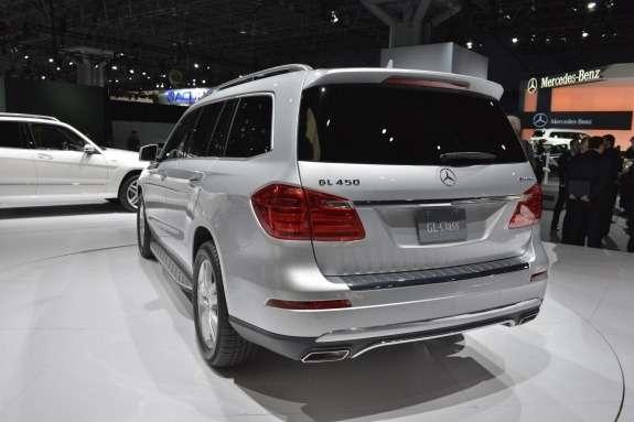 Mercedes-Benz GL-class side-rear view 2