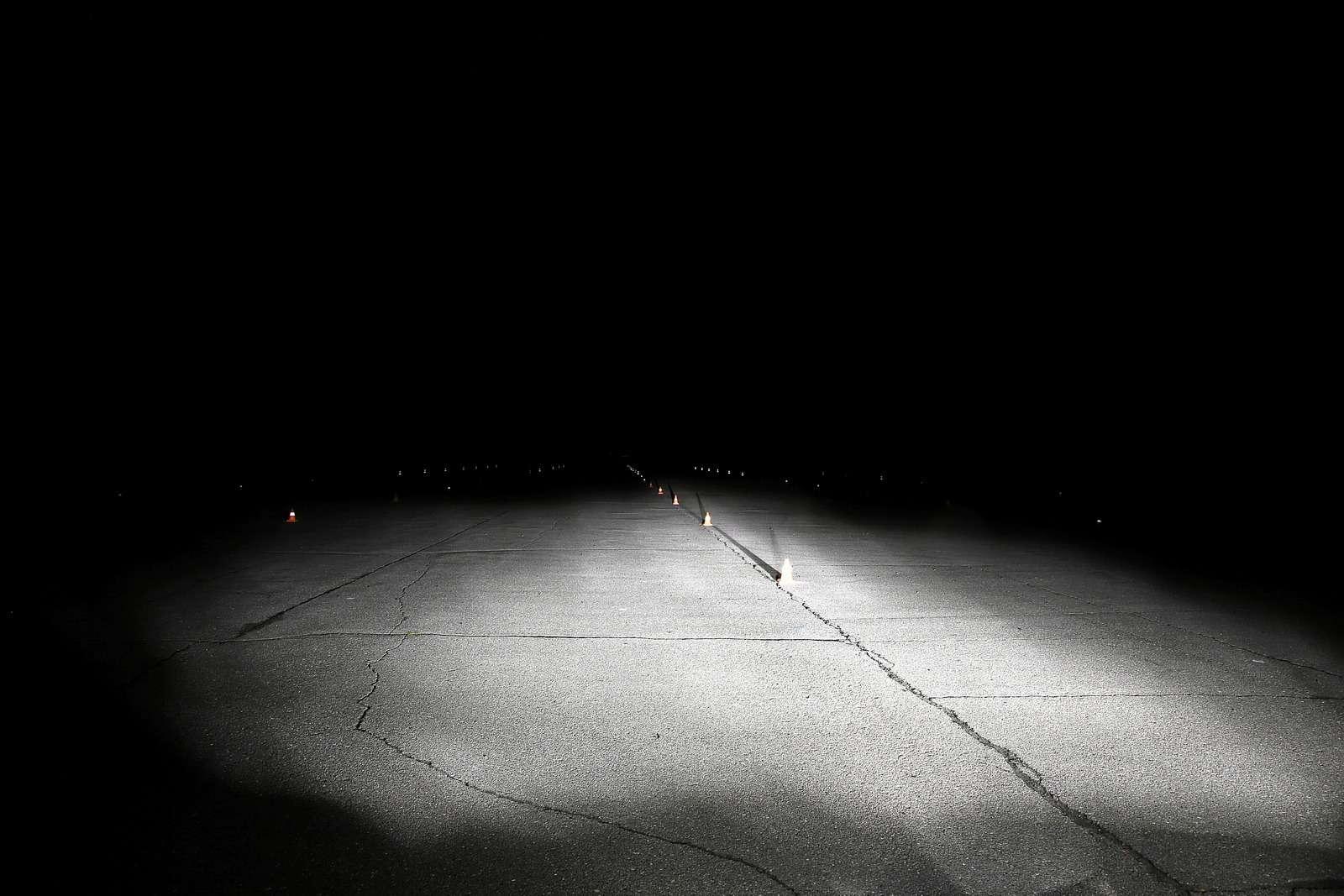 Супертест светодиодных фар: какая из10машин заглянет дальше?— фото 601225