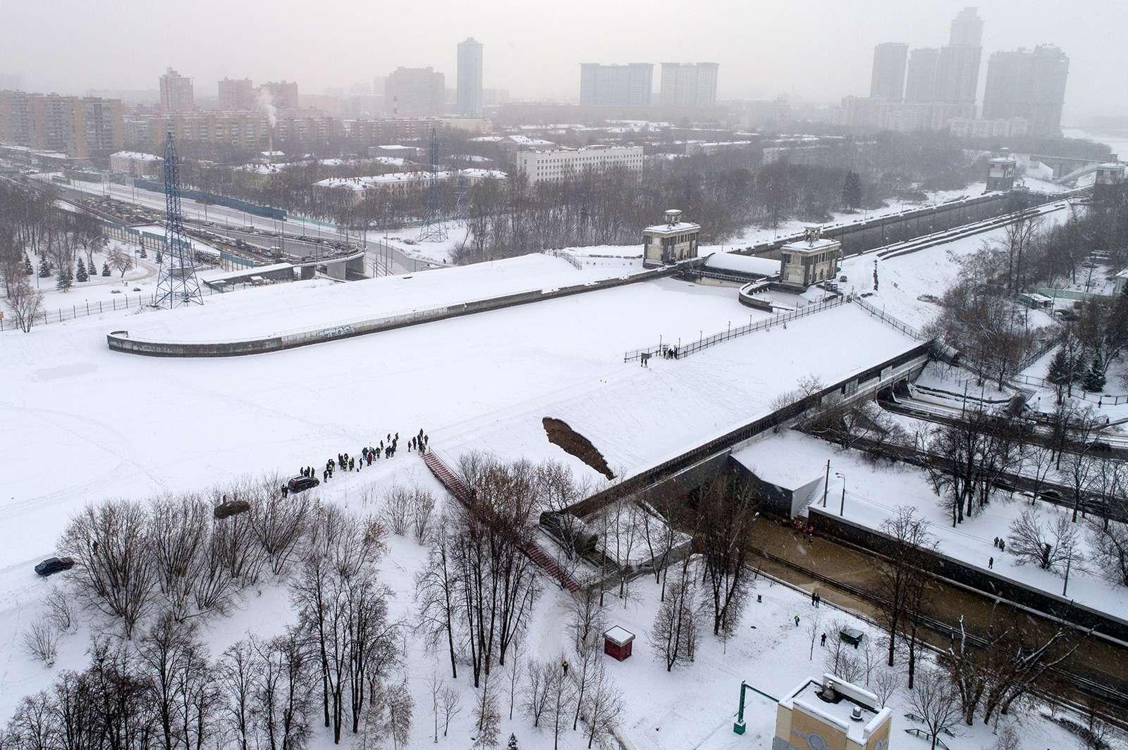 Транспортный коллапс вМоскве: затопило один изтуннелей— фото 938942