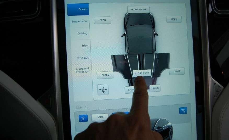 2016-Tesla-Model-X-126-876x535