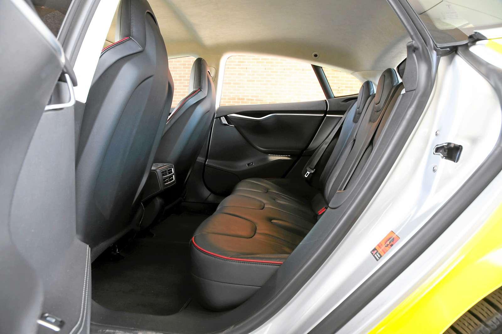 Такси-тест Tesla Model SP85: деньги изрозетки— фото 598040
