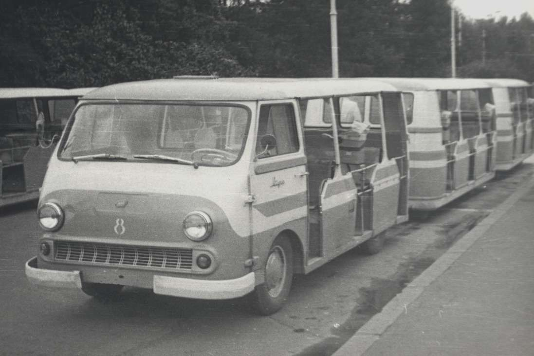 Автопоезд РАФ-980-979«Рига» перевозил гостей ВДНХ вМоскве вплоть до1980 года. Острословы прозвали его «Босоножкой»