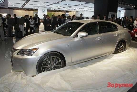 Lexus GS350F Sport side-front view
