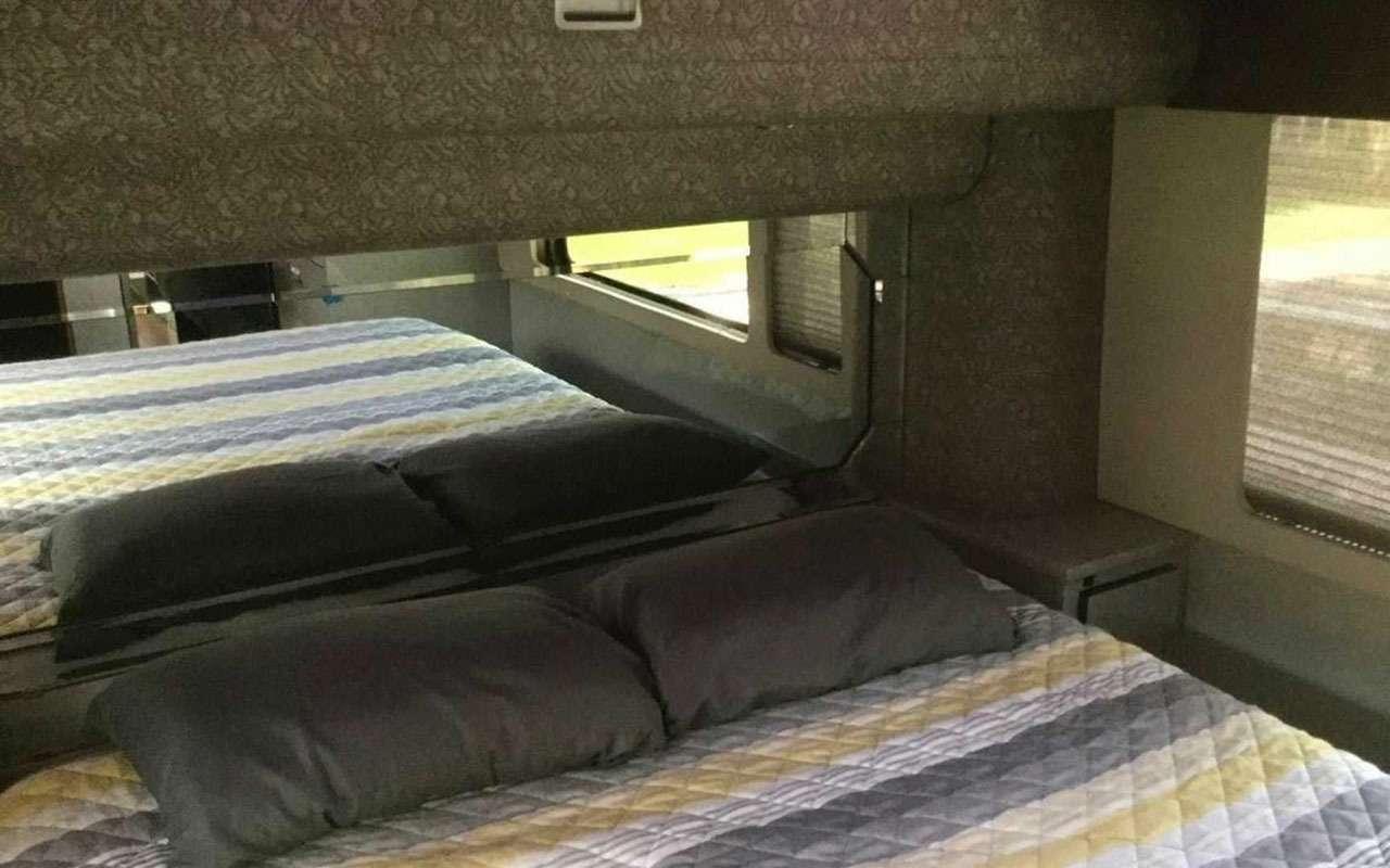 Личный автобус Принса продадут смолотка— фото 1202246